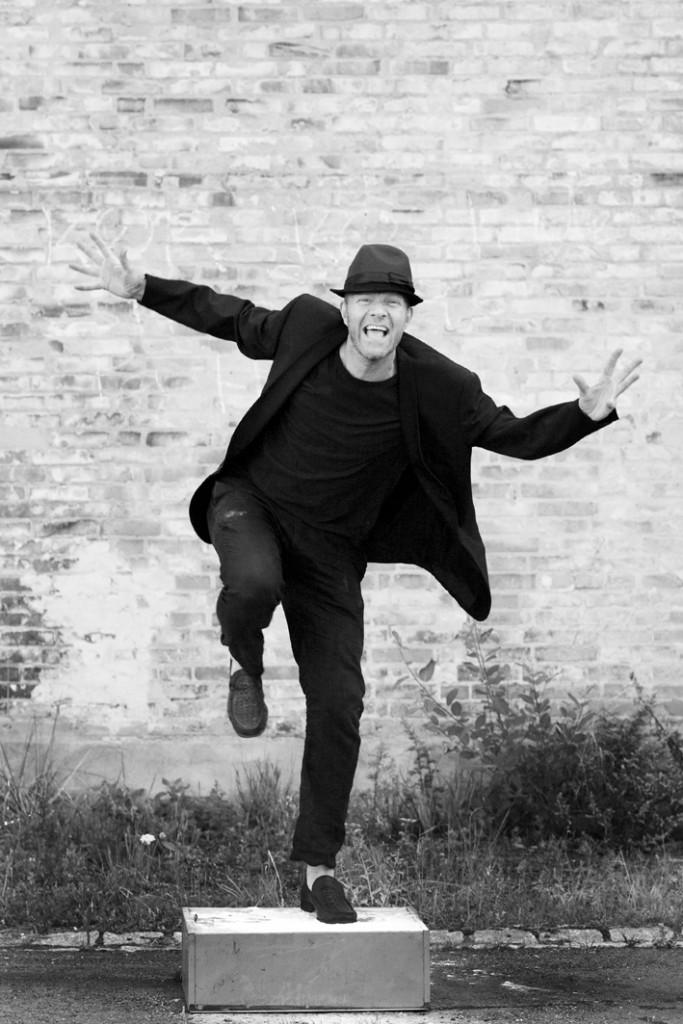 Portrait of artist and performer Thomas Sandberg - www.thomassandberg.dk
